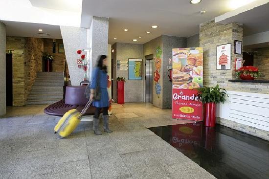 Ibis Guimaraes: the reception hall