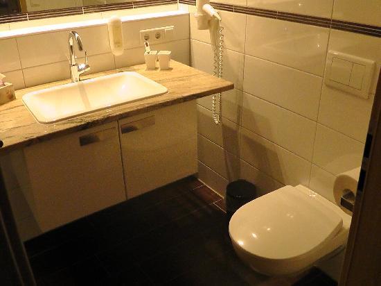 Badezimmer mit Fußbodenheizung - Bild von Gästehaus an der Sempt ...