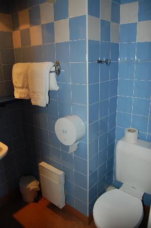 Saint Louis de France: Vista del baño totalmente reformado