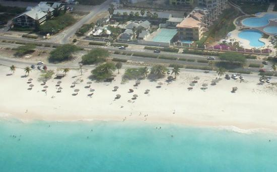 MVC Eagle Beach: Luchtfoto vanuit de Helicopter van het Hotel