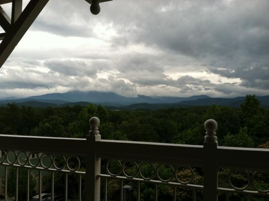 Sunrise Ridge Resort: stormy day view from balcony