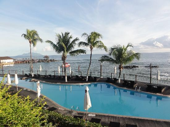 Le Meridien Fisherman's Cove: View from pool