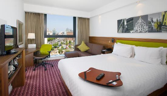 Hampton by Hilton Liverpool City Centre: River-view guestroom