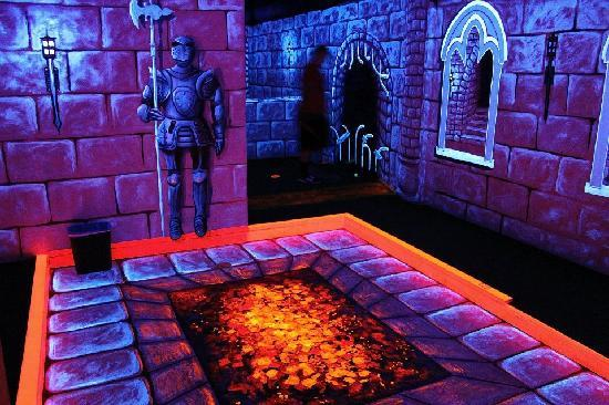 ‪Dragons Lair Mini Golf‬