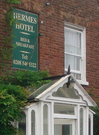 Hermes Hotel: Front of Hotel