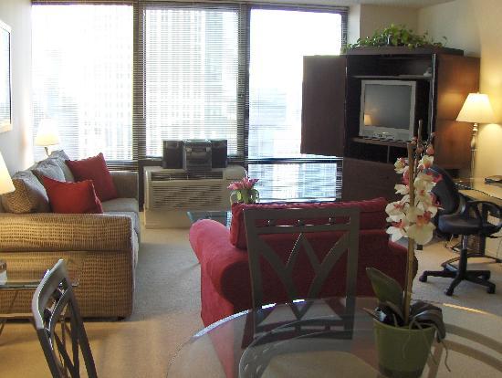 Manilow Suites at Columbus Plaza
