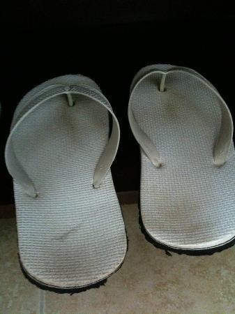 Huong Bien Hotel: dirty slippers that were given to guest