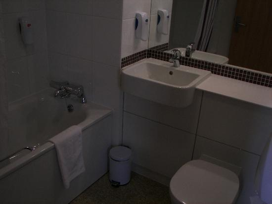 Premier Inn London Greenwich Hotel: Bathroom, 10th June 2012