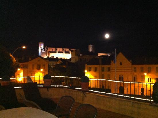 Hotel l'Olivier: view from terrace at night