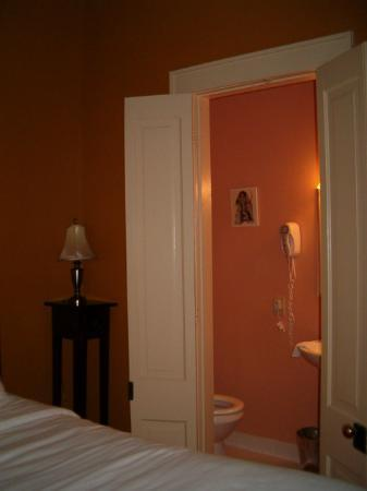 The Frenchmen Hotel: Bathroom is small but functional.