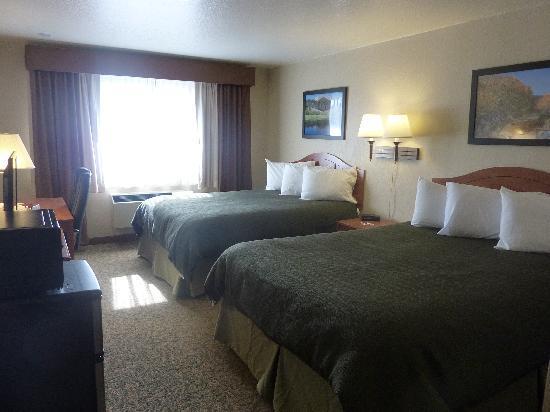 Jorgenson's Inn & Suites: Two Queens - Main Building