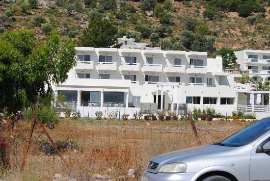 Lindos White Hotel and Suites: Lindos White from the entance