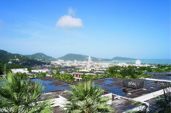 Wyndham Sea Pearl Resort Phuket: A really nice view of Patong city