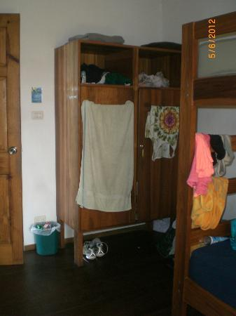 Pagalu Hostel: lockers in dorm room (there is quite a lot of space, but they miss a couple of hooks inside)