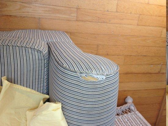 Bungalow Beach Resort: upholstery