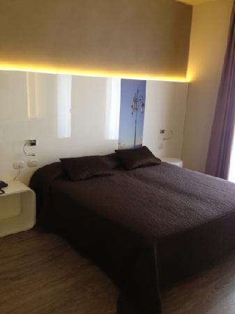 Hotel Giulietta Romeo: Bett Standard Plus