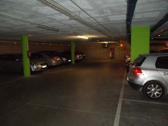 Hotel Gran Ultonia Girona: El parking: plazas distribuidas por tamaño del vehiculo y por tanto debes aparcar donde te indic