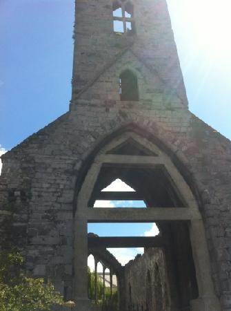 Kilkenny, Irlanda: the surprise of seeing a church in a factory