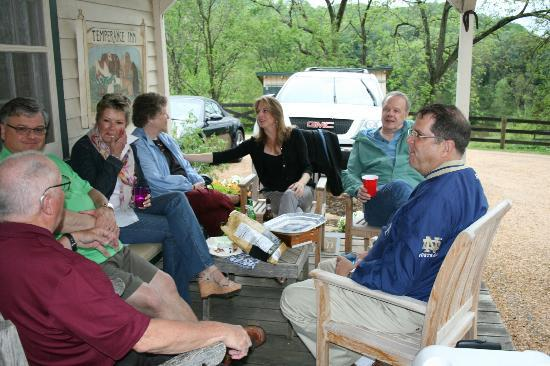 The Inn at Mount Vernon Farm: Happy Hour at the Cabin