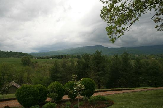 The Inn at Mount Vernon Farm: Mountain Views