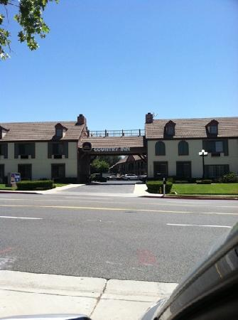 Best Western Country Inn: Front of the hotel