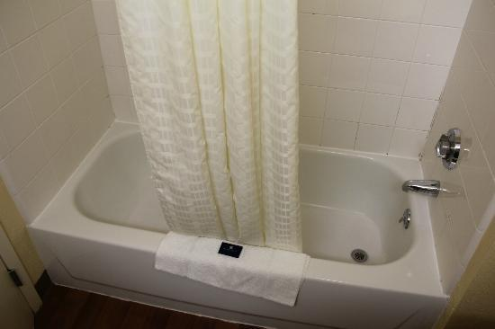Extended Stay America - Kansas City - Country Club Plaza: Tub/shower
