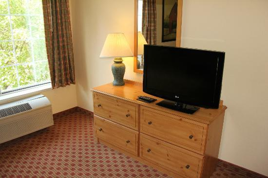 Extended Stay America - Kansas City - Country Club Plaza: Flat screen (but NO H D)