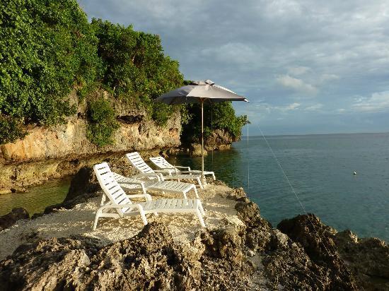 Bituon Beach Resort: Strand