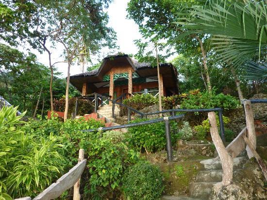 Bituon Beach Resort: Bungalow 9