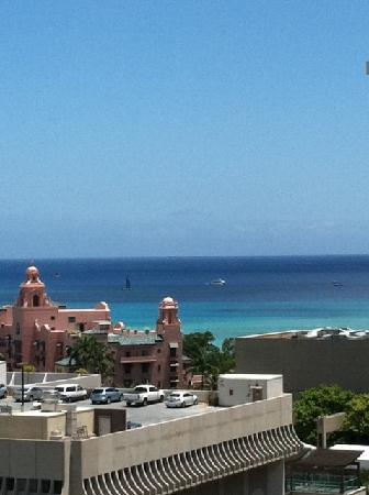 OHANA Waikiki Malia by Outrigger : View from our 18th floor city view room.