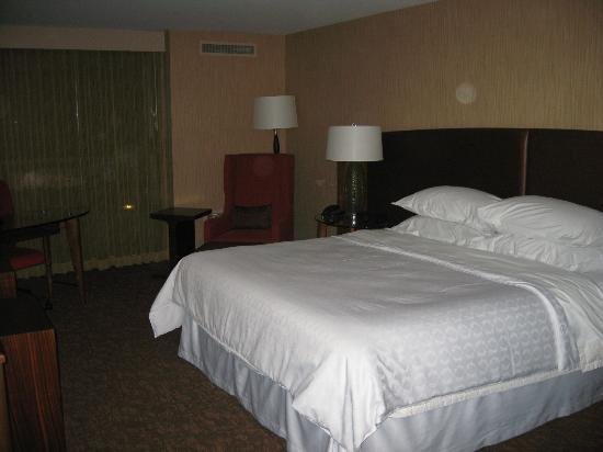 Sheraton Vancouver Airport Hotel: Bed