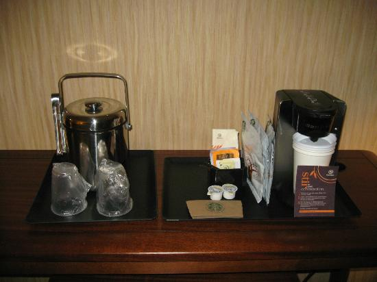 Sheraton Vancouver Airport Hotel: Coffee machine