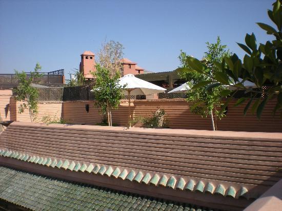 Riad Ilayka: Terraza de la piscina