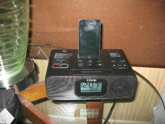 Sheraton Vancouver Airport Hotel: Ipod dock
