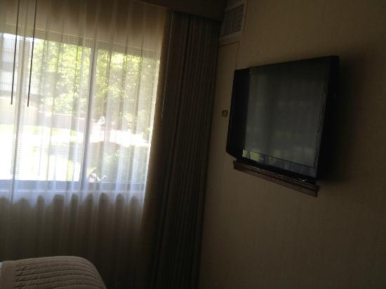 DoubleTree Suites by Hilton Indianapolis-Carmel: LG tv on wall of bedroom