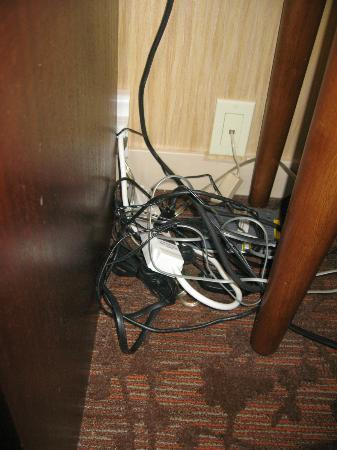 Sheraton Vancouver Airport Hotel: Bit of a wire mess