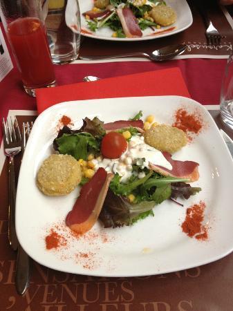 Kyriad Metz Centre : salade landaise et moelleux de camembert