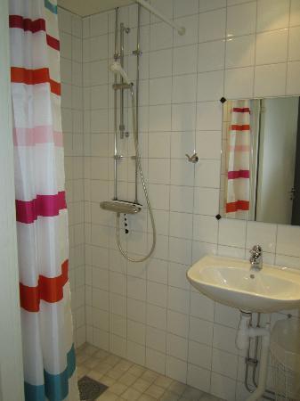 STF Gardet hotel & hostel: bath