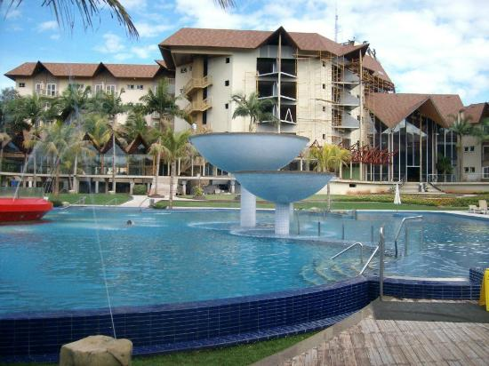 Recanto Cataratas Thermas Resort & Convention : Pisina climatizada con hidromasaje y aguas decorativas
