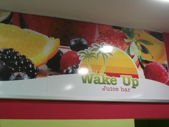Wake Up Juice Bar: Inside