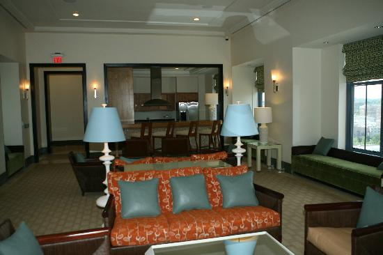 Executive Apartments: Rootop Lounge