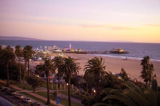 Санта-Моника, Калифорния: Santa Monica coastline and beyond - Photo by Kristen Beinke