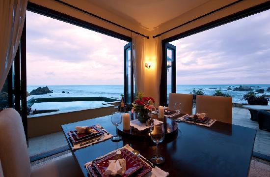 Villa Escondida: Dining with a view