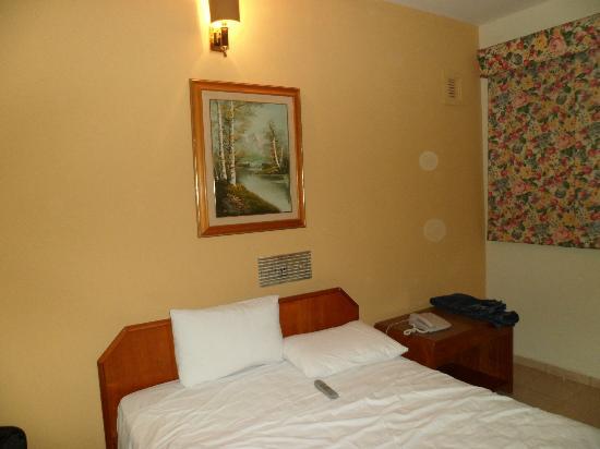 Líder Palace Hotel: respaldar de cama -habitacion