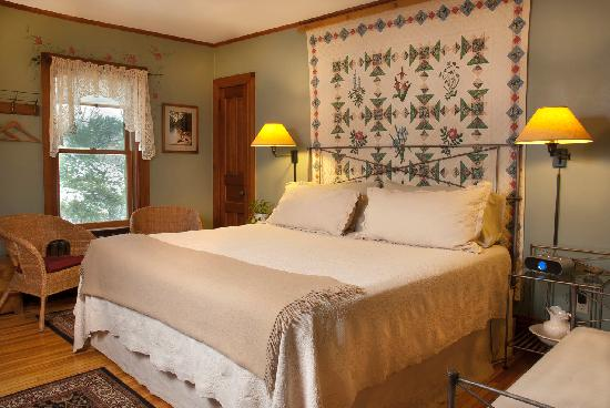 Pinehurst Inn: Holly's Room, Main House