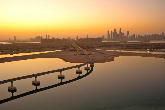 Atlantis, The Palm : view into Dubai at sunset