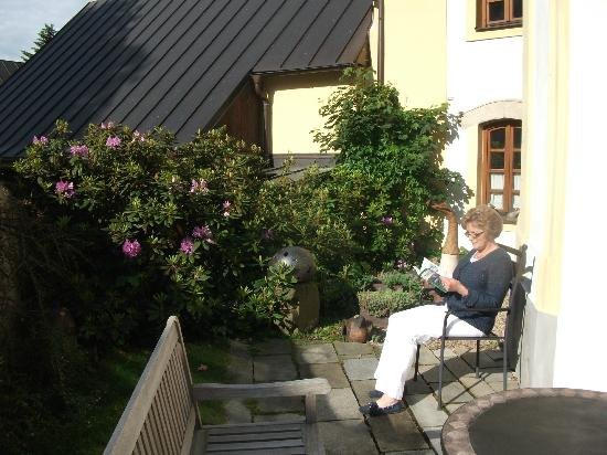 Penzion v Kapli : im Garten