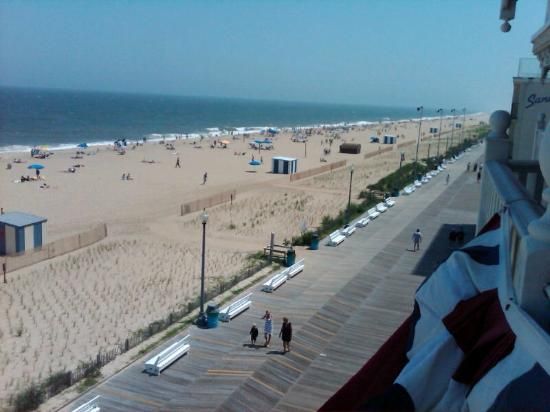 Boardwalk Plaza Hotel: View from balcony of our room