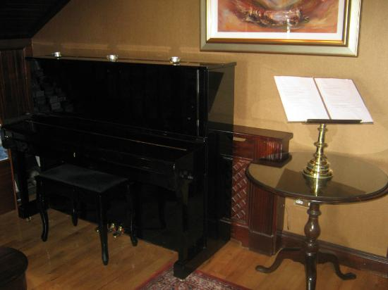 Ballygarry House Hotel & Spa: piano
