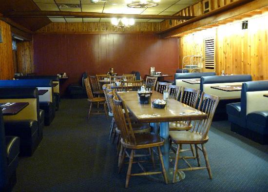 Hill Top Restaurant: dining room